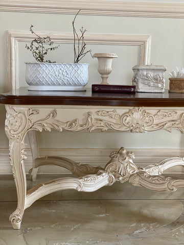 Center table with natural voluptuous motifs of Louis XV grandeur