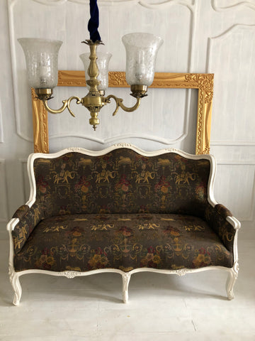 Elegant Louis XV couch/sofa with the most delicate silhouette