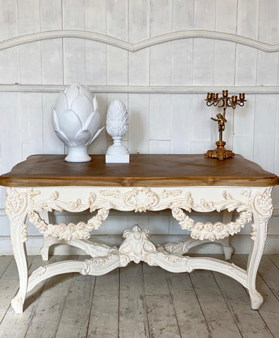 Center table of Louis XV grandeur with wreath of roses