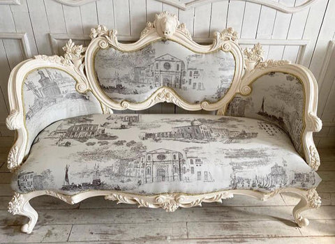 Louis XV bergère / couch with lions and cornucopia