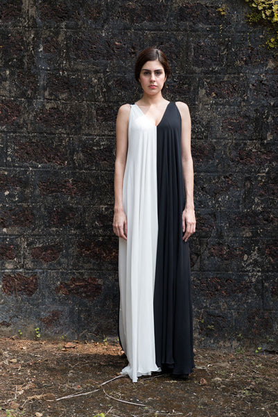 Stephany Monochrome V-Neck Maxi Dress - Republic of Mode