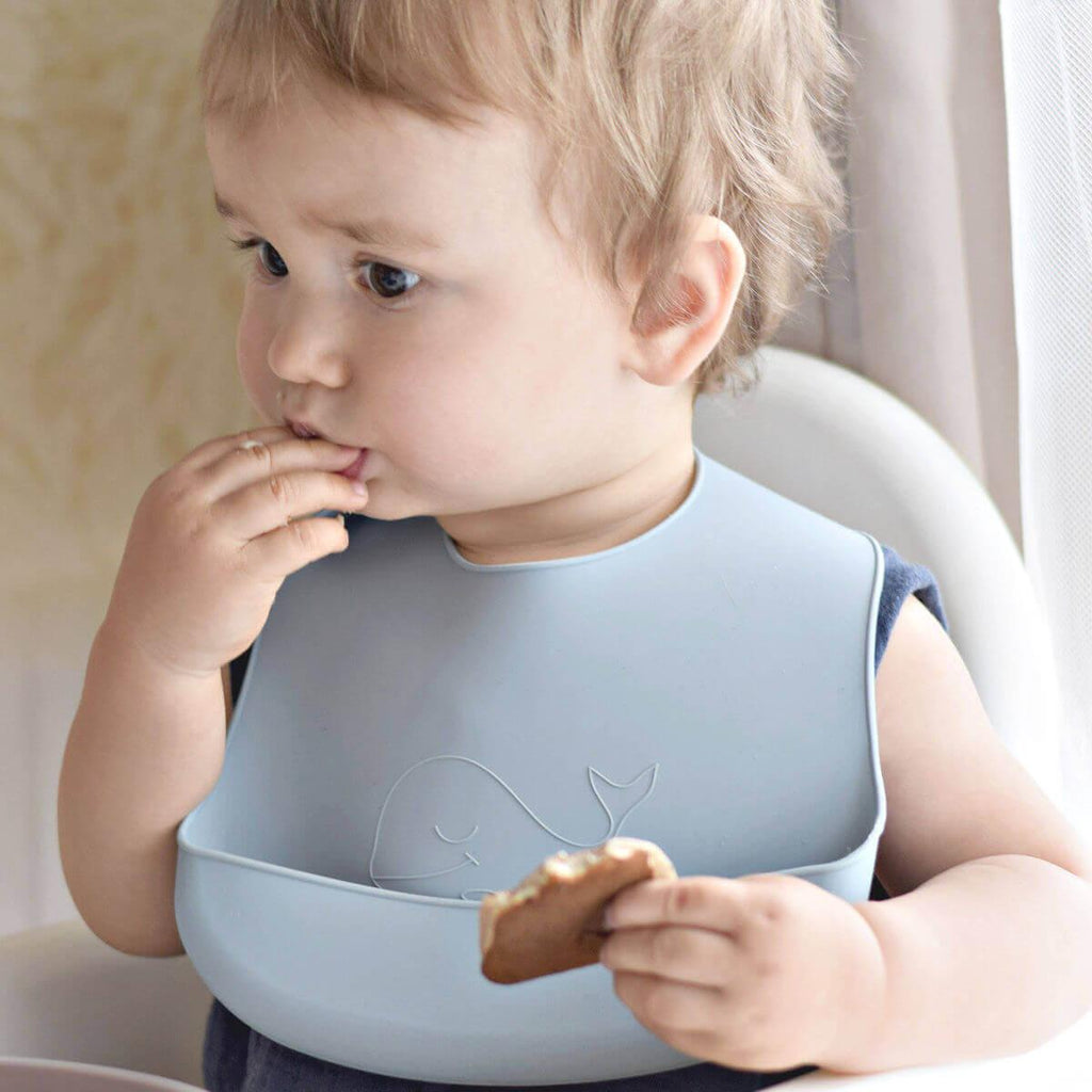 silicone_baby_bib_whale_sky_blue_brontide
