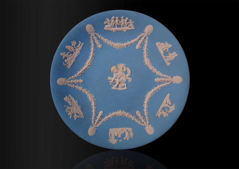 A Wedgwood round plate