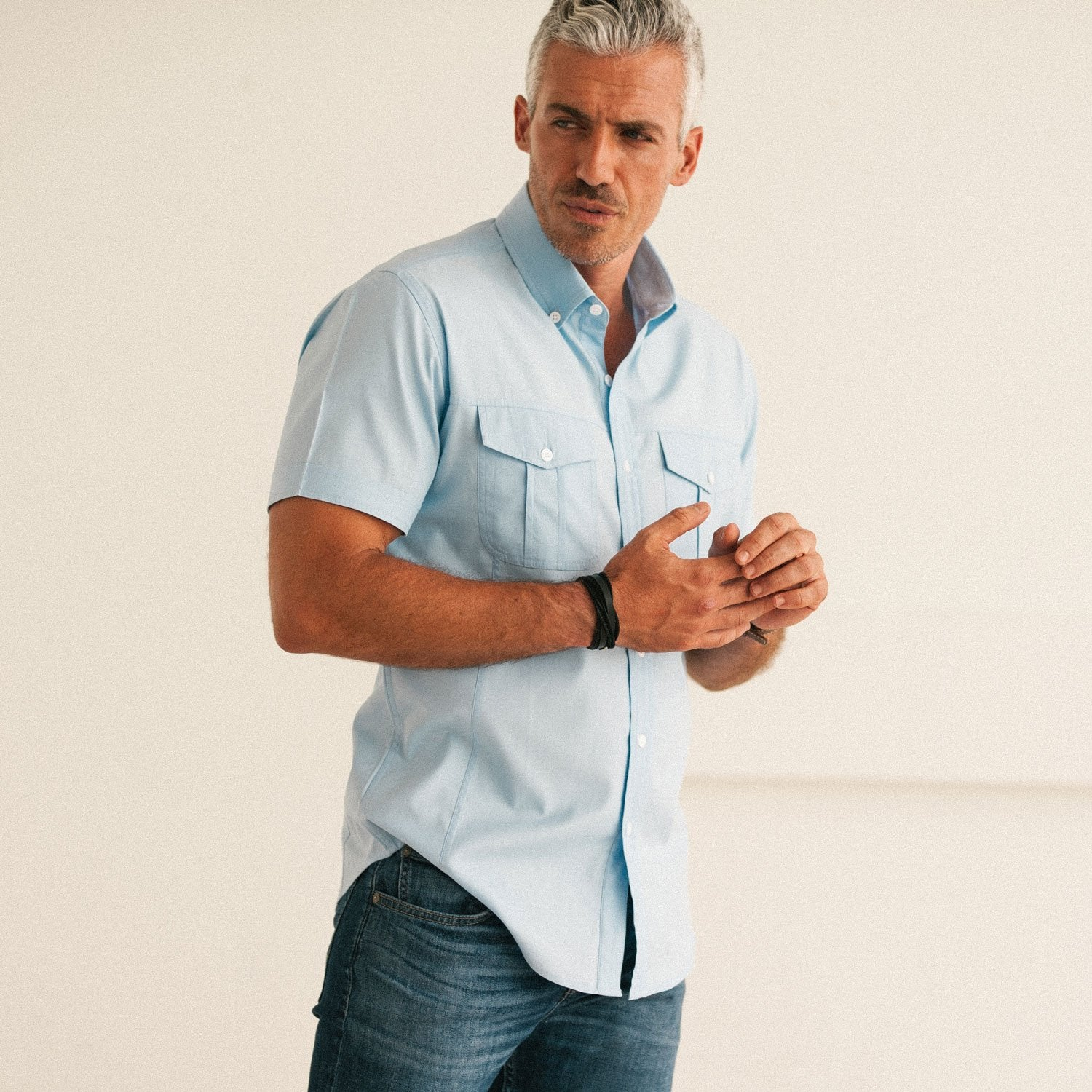 Men's Short Sleeve Casual Shirt Pulling at Front Versus Correct Fit