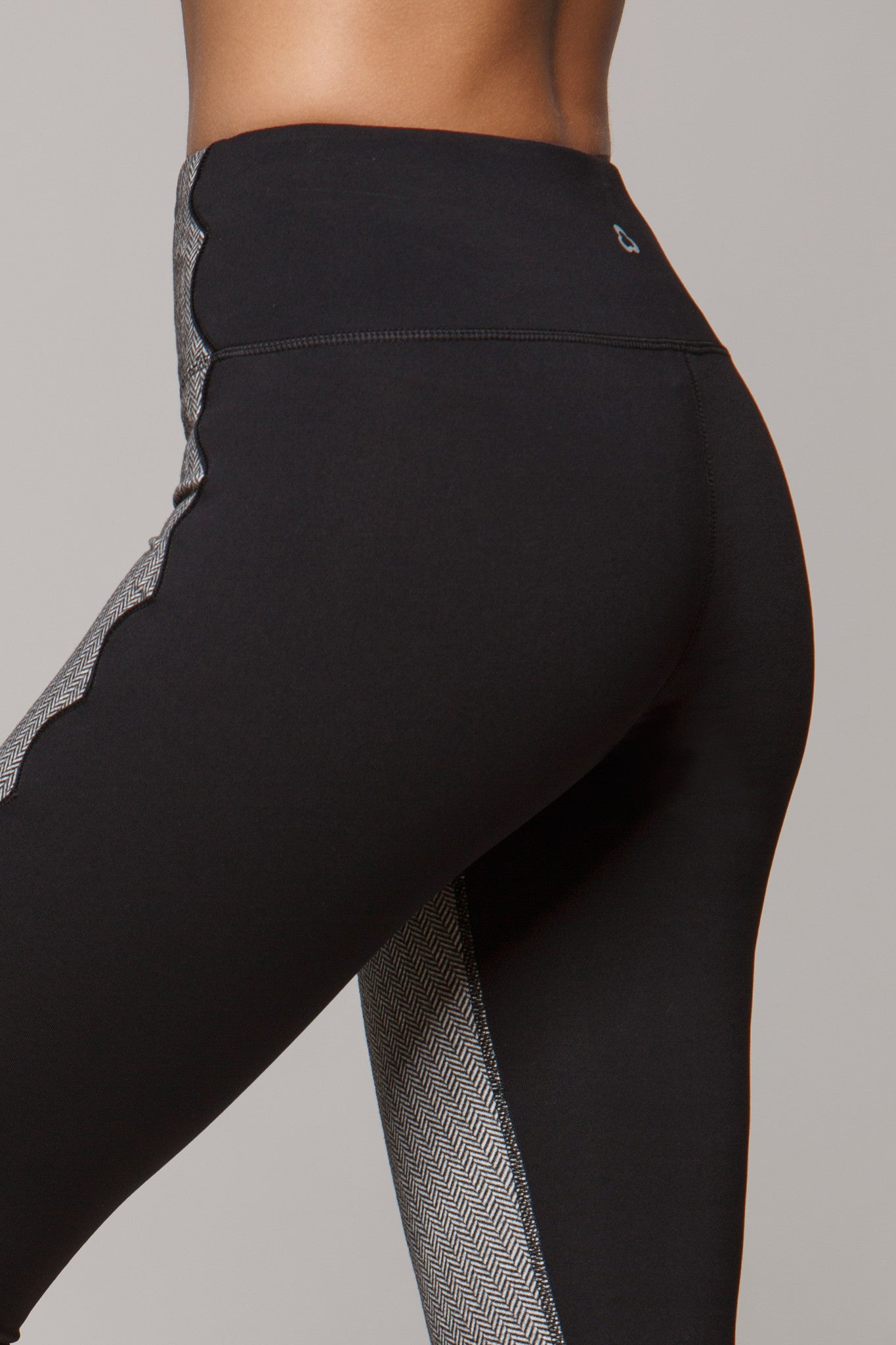 Lotte Scalloped Training Legging