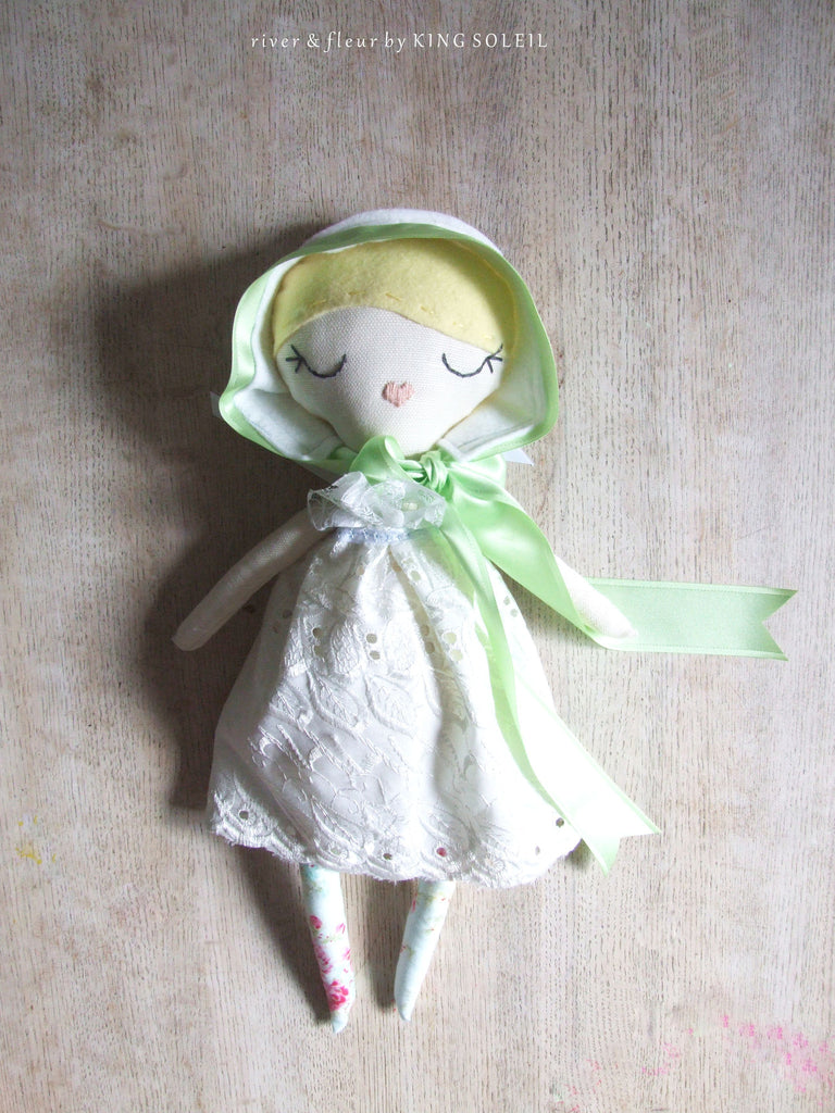 Heirloom Doll Daisy Cottage Collection - King Soleil - 1