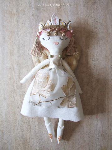 Heirloom Doll Elowen Fairy Collection - King Soleil - 1