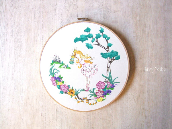 Frog Kiss Embroidery Wall Art - King Soleil - 3