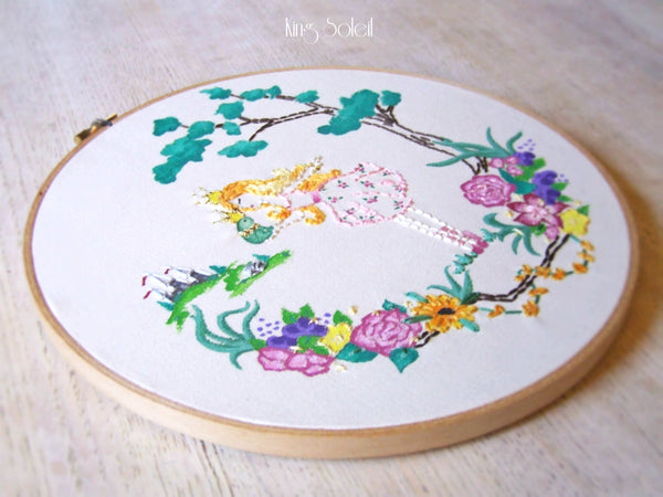 Frog Kiss Embroidery Wall Art - King Soleil - 2