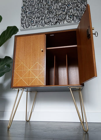 Record cabinet with hairpin legs
