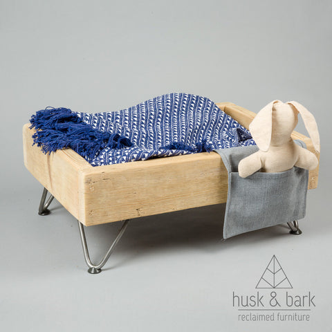 Dog bed with hairpin legs