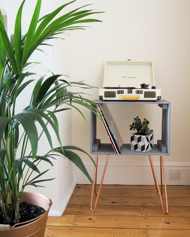 Cube table with hairpin legs