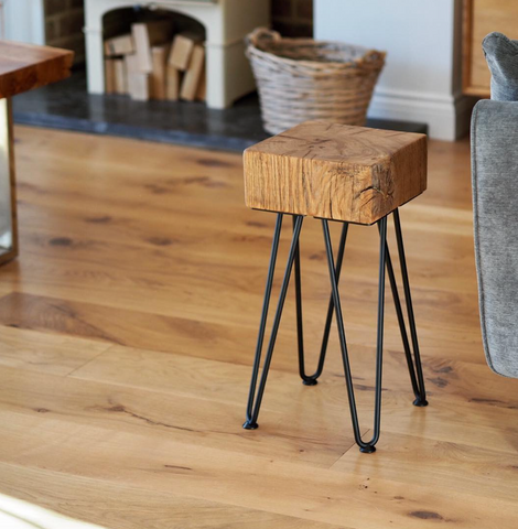Chunky oak side table with hairpin legs