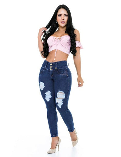 Colombian woman wearing pink crop top and dark wash butt lift jeans