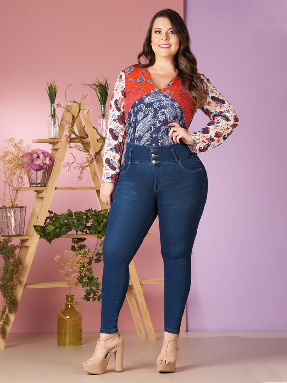 plus size model colombian butt lift jeans blue with paisley top
