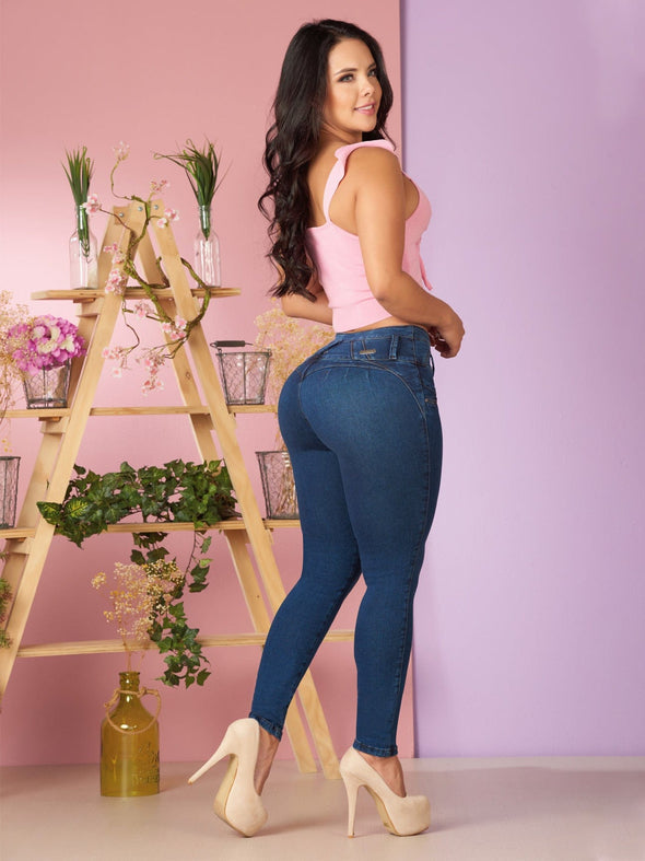 pink crop top skinny butt lift jeans nude high heels colombian woman