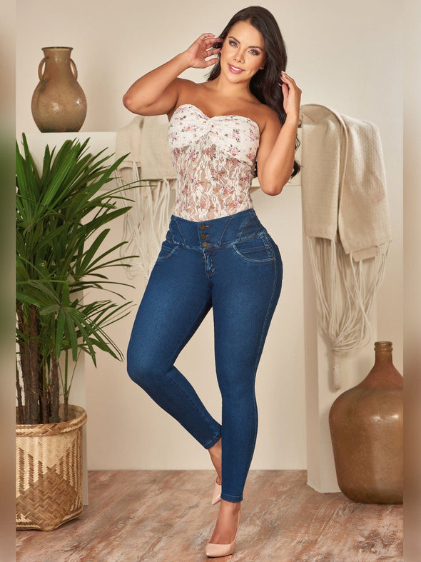 colombian woman wearing blue dark butt lift skinny jeanns and white lace top