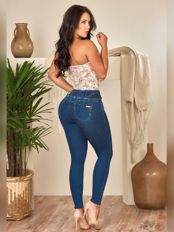 colombian woman with dark hair wearing butt lift jeans skinny fit  with  nude heels