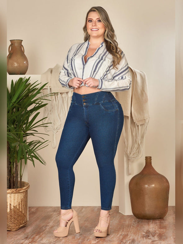 blonde colombian woman wearing cropped blouse and dark denim skinny jeans with heels