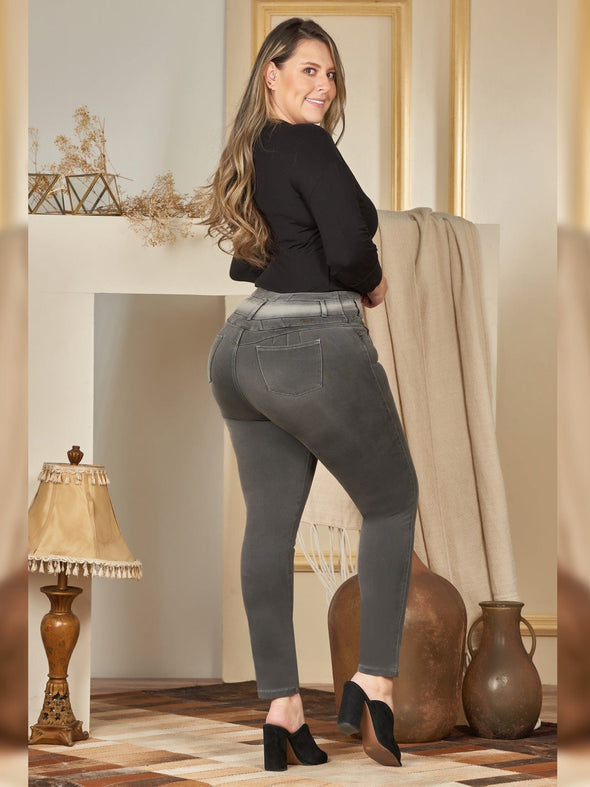 plus size colombian women dark grey with black blouse and black heels
