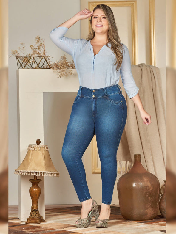 plus size colombian woman wearing butt lift jeans mid waist skinny fit and blue blouse
