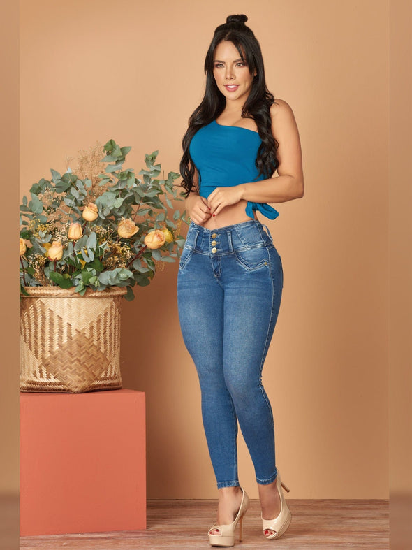 colombian butt lift skinny jeans nude heels and blue crop top
