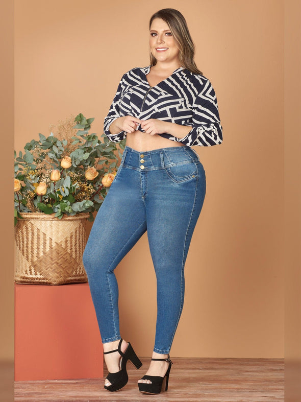 butt lift skinny jeans with black heels and geometric crop blouse