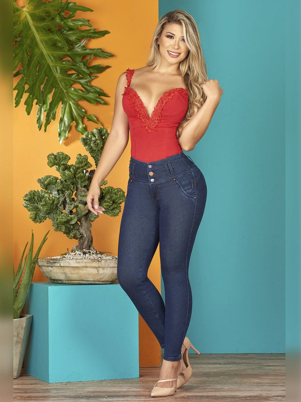 colombian woman dark skinny jeans with nude heels and red tops sweetheart blonde