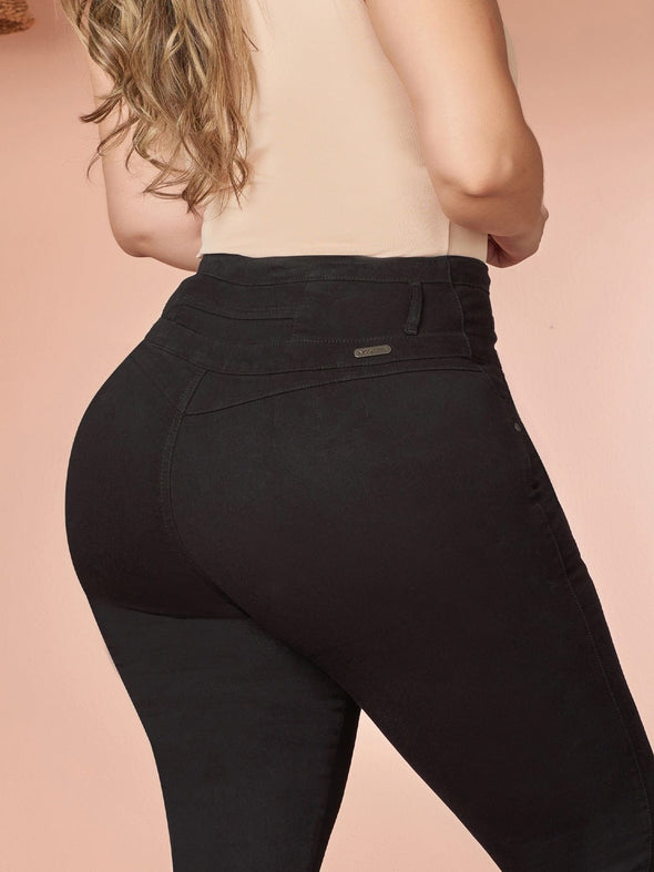 back view colombian black jeans up close