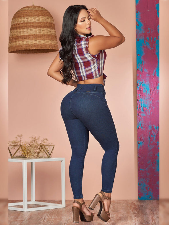 back view colombian outfit skinny jeans dark wash no pockets and high heels