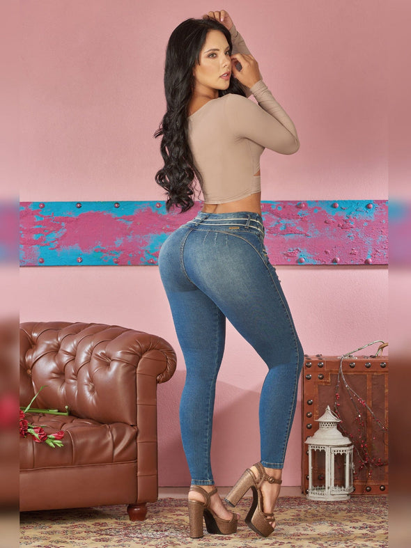 colombian woman wearing skinny fit jeans white contour taupe heels and crop top