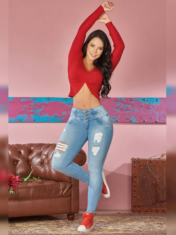 christmas outfit colombian jeans red crop top and red sneakers