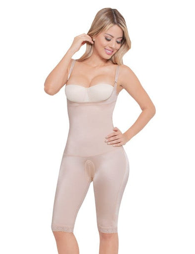 blonde colombian womnan wearing body shaper seamless to the knees no hooks and no zippers