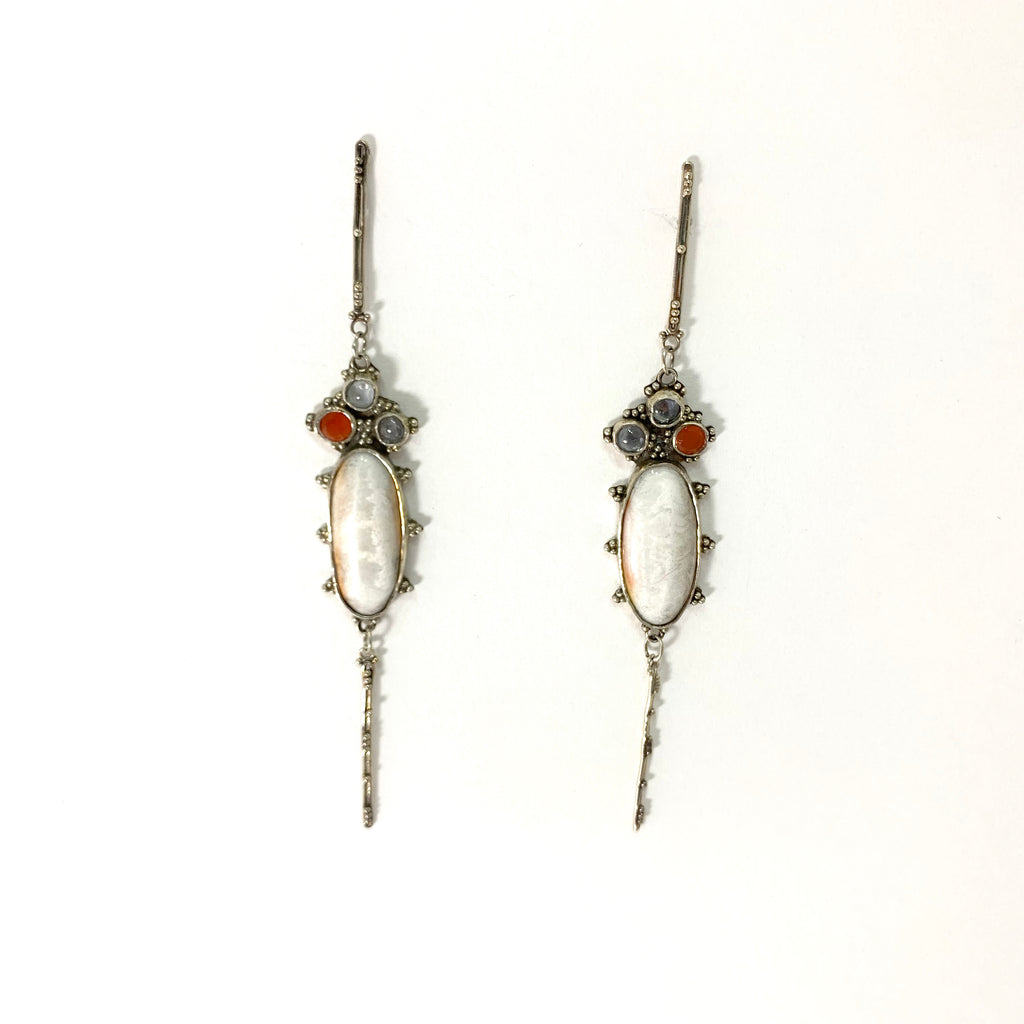 GRANULATED EARRINGS WITH CARNELIAN, SAPPHIRE AND SPINY OYSTER