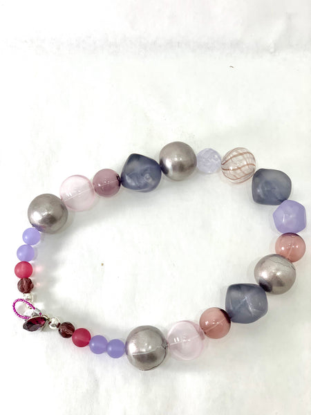 NECKLACE IN SHADES OF PURPLE