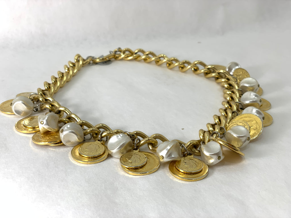 VINTAGE 1970S GOLD METAL CHAIN AND FAUX PEARL NECKLACE