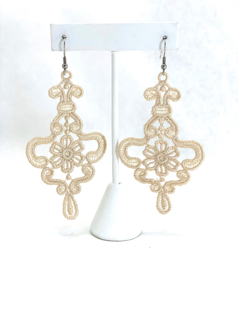 MADAME NADINE BEIGE PETITE EARRINGS