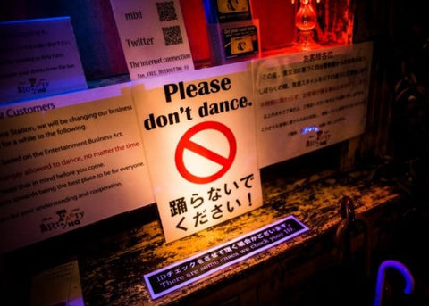 please do not dance sign at rave in Japan