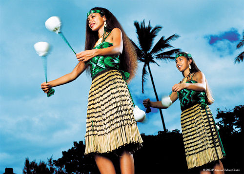 maori women preforming traditional poi