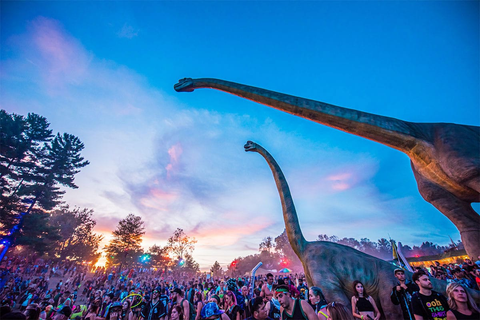Lifesize dinsoaurs at lost lands during sunset