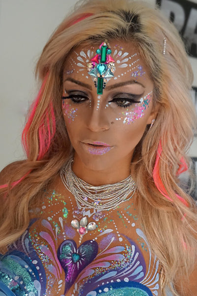 festival jewels, pink festival glitter gel and face gems and body painting created by by @jamiejanettart