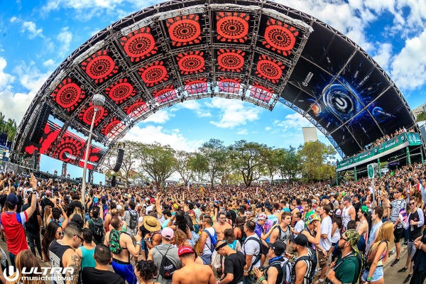 Worldwide stage in the afternoon during Ultra Music Festival 2018