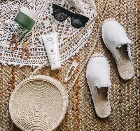 Soothe sunburns with Hanalei Island Aloe Gel for the face