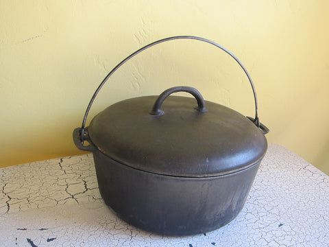 Griswold Cast Iron Dutch Oven Roaster, Erie #10 - Yesteryear Essentials  - 1