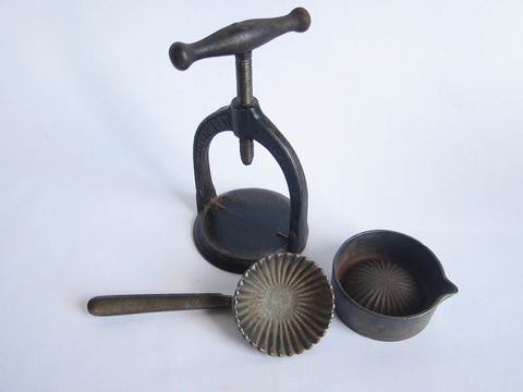 Antique Osborne Meat Juice Press, Victorian Cast Iron Patent March 1884 - Yesteryear Essentials  - 1