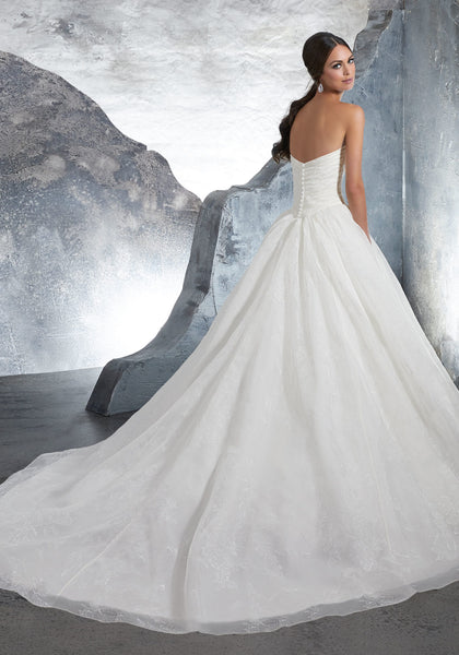 #C5009 - Concepcion Bridal & Quinceañera Boutique