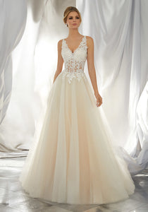 #C6004 - Concepcion Bridal & Quinceañera Boutique