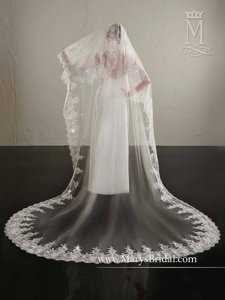 Rhinestones & Large Lace Veil - Concepcion Bridal & Quinceañera Boutique
