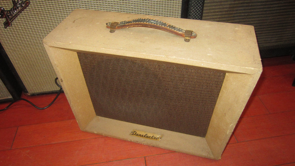 Vintage 1961 Danelectro VISCOUNT 142 Combo Amp Brown