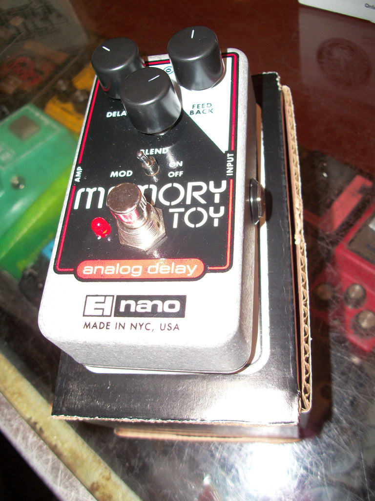 2017 ELECTRO HARMONIX Memory Toy Analog Delay Black and Red and Chrome